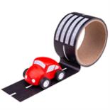Houten auto met snelweg tape