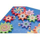 Houten puzzel met roterende tandwielen